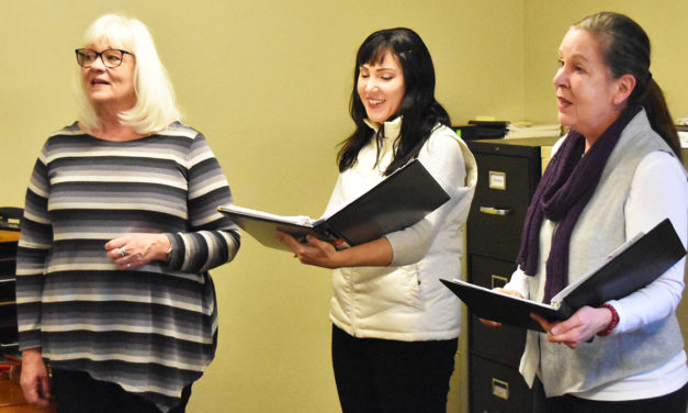 Salida vocal trio offers singing valentines